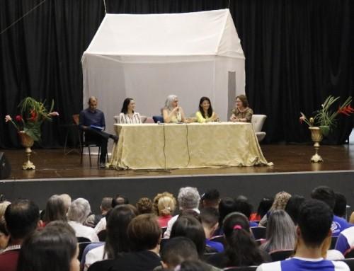 Teatro, poesia e cultura marcam o primeiro dia de comemoração dos 10 anos do PPGEL